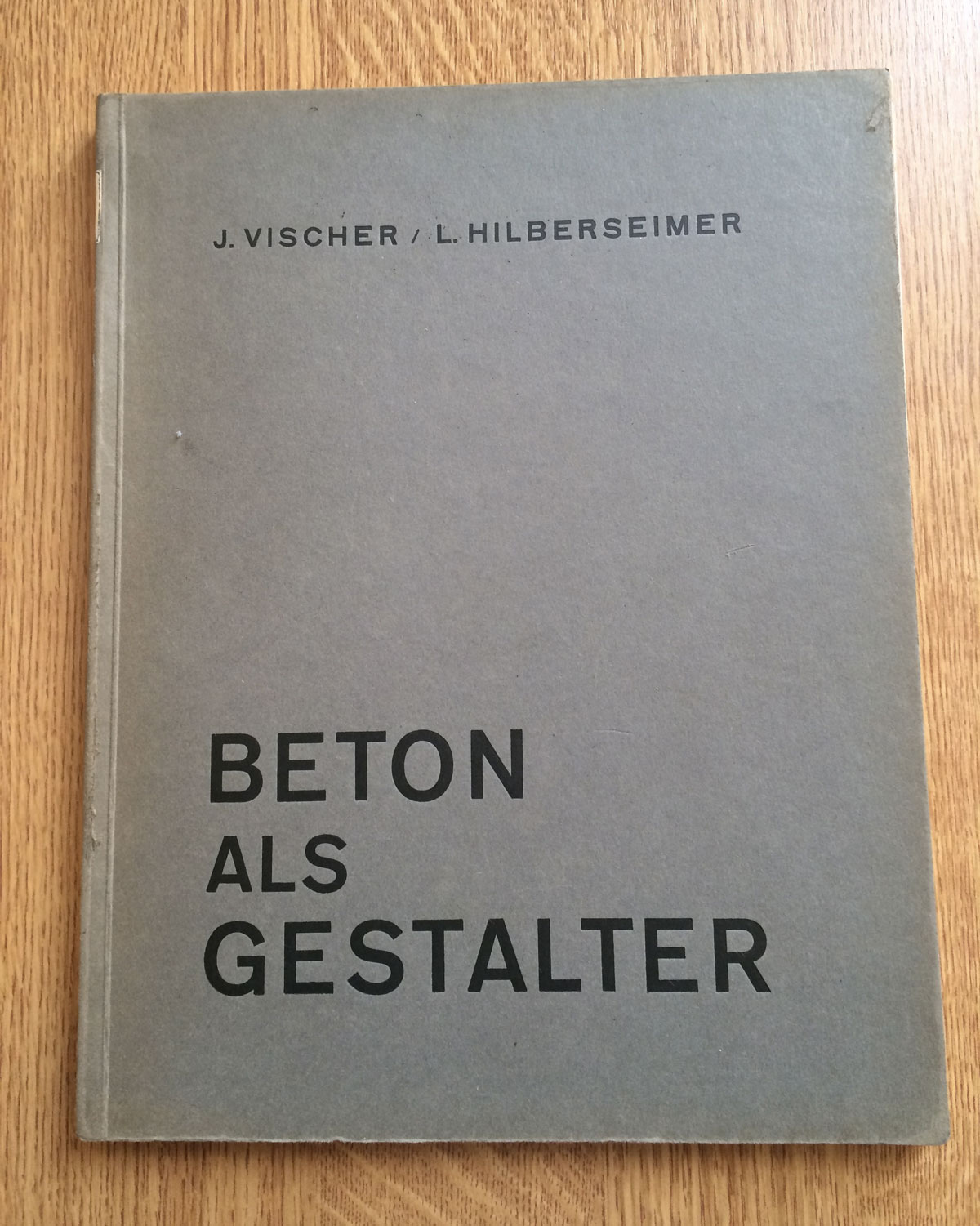 The Archivist, Beton als gestalter